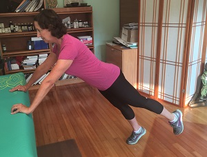 counter plank with leg lift resized